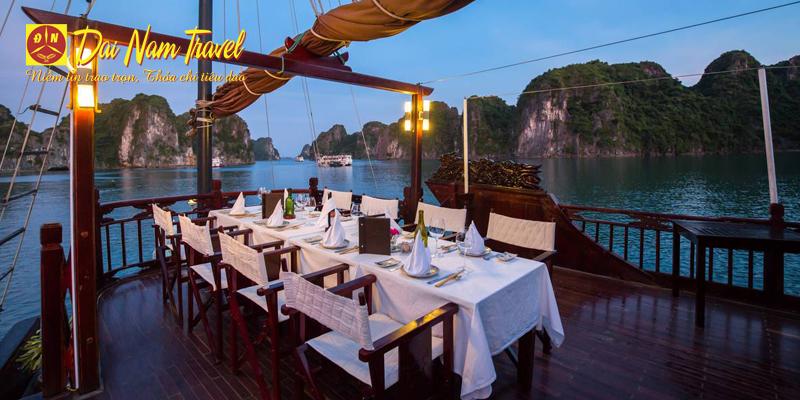 dinner on Ha Long bay